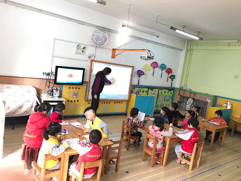 中三班 快乐的美术课 - 阳光起点幼儿园